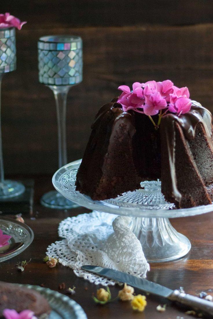 Que delicia de Bundt, si te gusta el chocolate denso y aterciopelado este sin duda este tu Bundt. Con un frosting de cho...