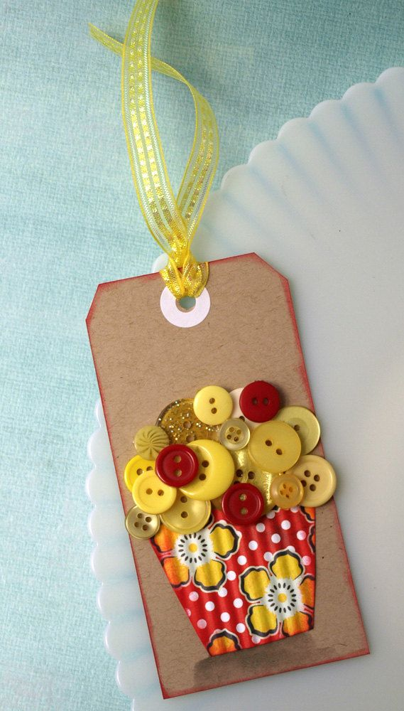 cute cupcake tag with buttons.