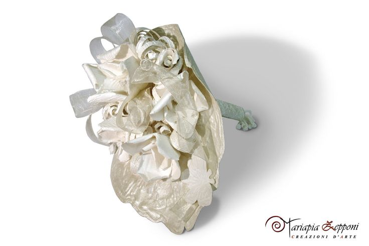 Handmade paper bouquet. Amazing wedding accessories by Mariapia Zepponi Italy