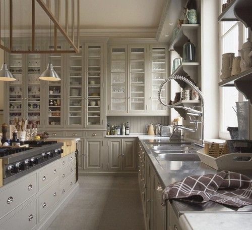 EDGECOMB GRAY - BENJAMIN MOORE Edgecomb Gray is a wonderful neutral putty color that is soothing to the eye and looks amazing with black and stainless steel. Add silver knobs and you have beautiful classic style, like the kitchen below.