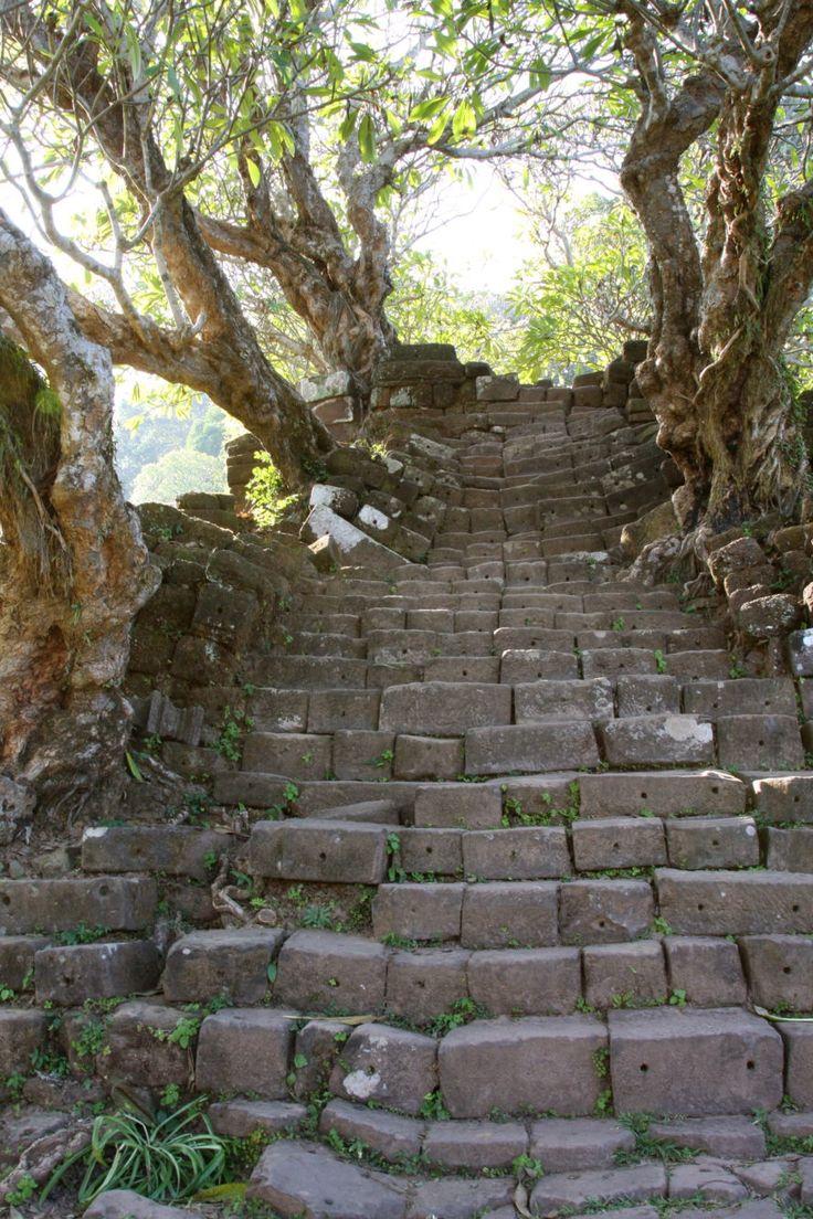 Die 7 besten Sehenswürdigkeiten und Plätze in Laos, Südostasien: Tipps und Infos über die schönsten Orte in Laos, darunter die Steinstiege in Champasak