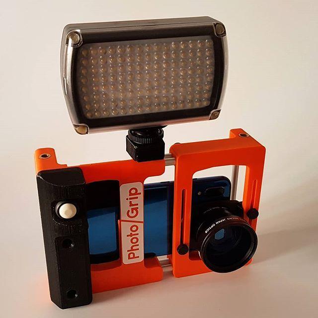 Photogrip Con Foco Led Video Photo Photography Foto Fotografia Videocamera Camera Camara Cameragrip Grip Instagram Photo Photo And Video Instagram