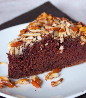 Шоколадный пирог с миндалем