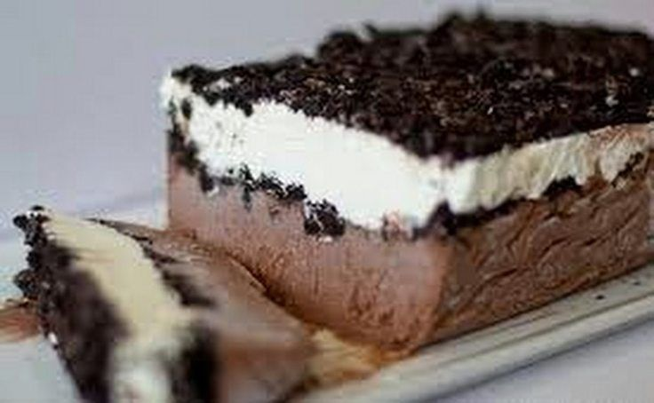 """Frozen Oreo Pudding Cake! """"It is a decadent dessert that looks and tastes super fancy so it's perfect for guests, but easy enough to whip up for your family as a special treat."""" @allthecooks #recipe"""