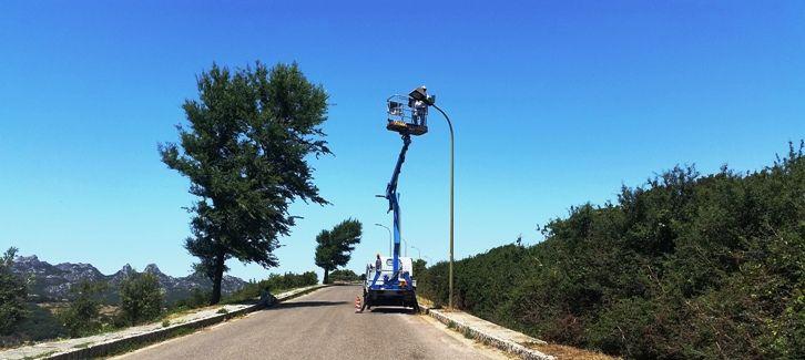 Tempio+Pausania,+La+Strada+Panoramica,+da+oggi+si+illumina+a+led.+Video-intervista+con+l'assessore+Quargnenti+sui+lavori+in+corso.