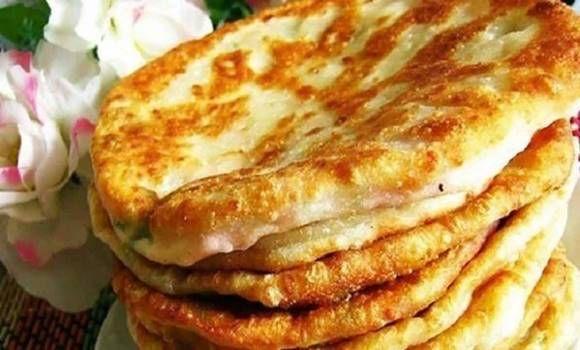 Joghurtos sajtos lepény, ha van otthon 150 g sajtod és 1 bögre joghurtod, könnyen elkészítheted!