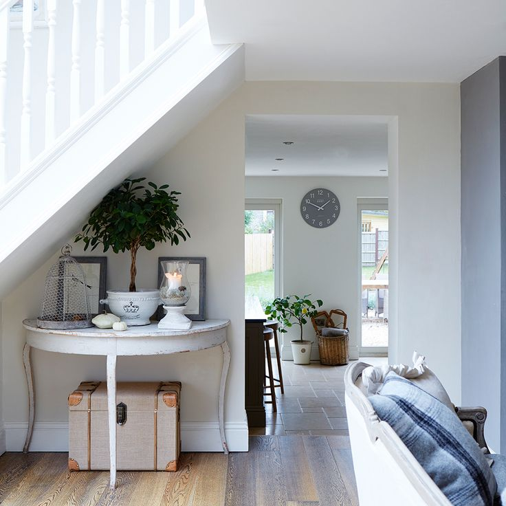 Get inspired by the beautifully minimalist, bright interior of this newly re-built Cotswold bungalow, renovated to give more space for a family home.