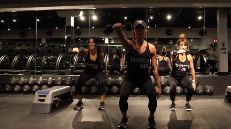 Shred415 St. Louis manager and instructor, Kristen Beracha, is leading us through a 12-minute interval Weekend Workout to torch calories and shred your entire body. Grab 2 medium dumbbells and do each move for 30 seconds.