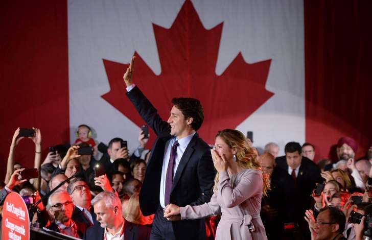 Liberal leader and incoming prime minister Justin Trudeau makes his way to the stage with wife Sophie Gregoire at Liberal party headquarters in Montreal early Tuesday, Oct. 20, 2015.