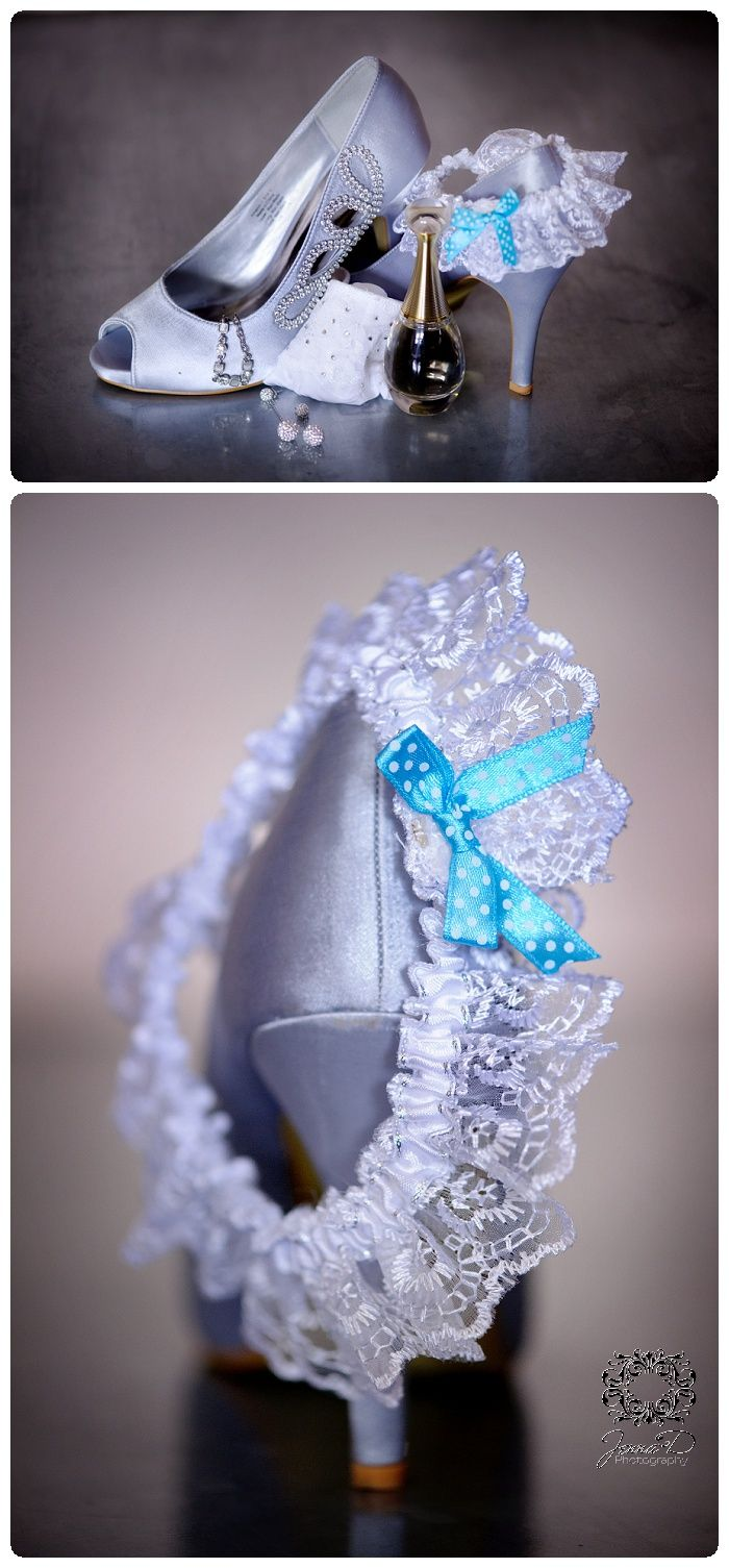 wedding shoes; wedding detail photo; getting ready; brides shoes, bride gather