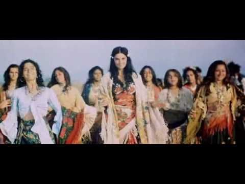 Табор уходит в небо (Queen of the Gypsies): Gypsies Sing and Dance