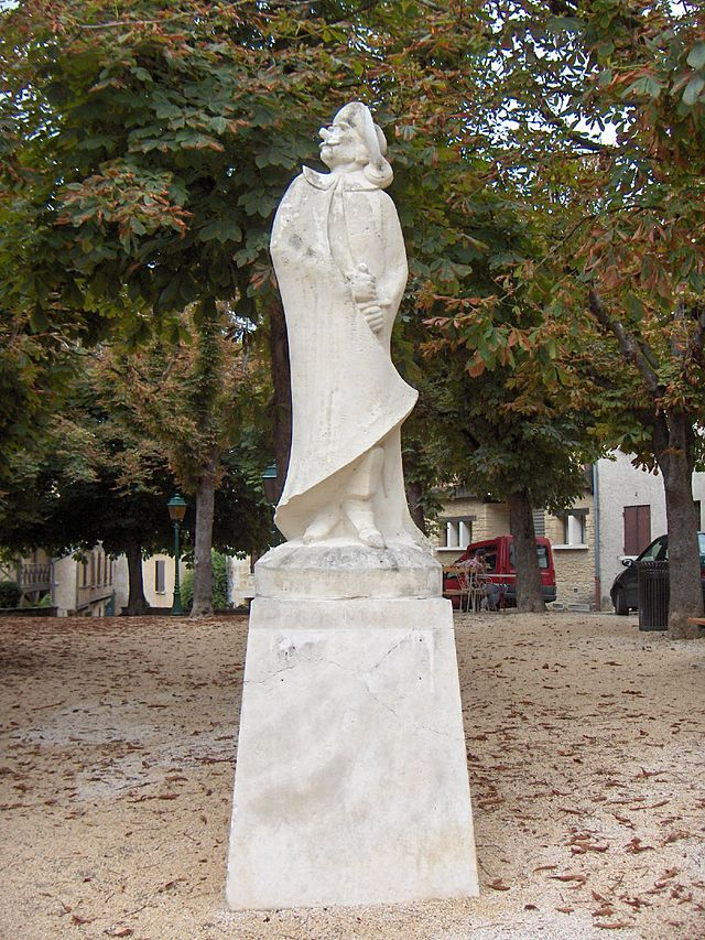 Statue in Bergerac, Dordogne (Place de la Myrpe)