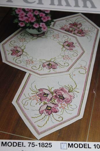 2 st Broderimönster permin duk rosa blommor på Tradera.com -
