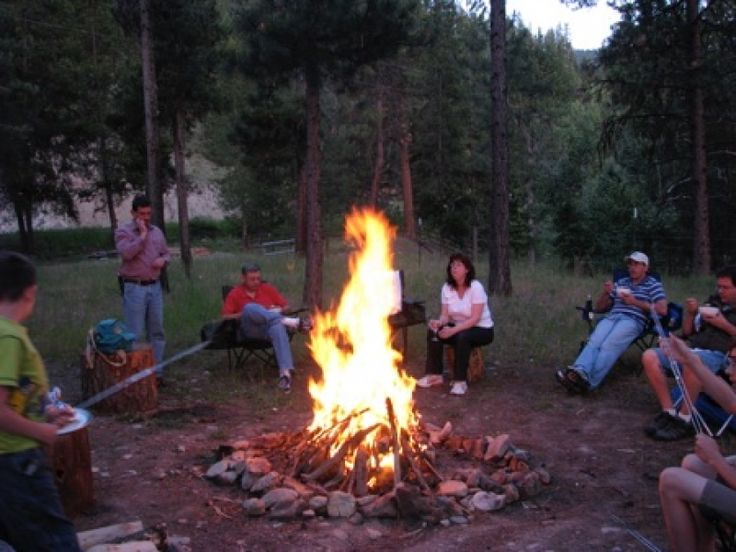 There's nothing like cabin time! The Aspen is a cozy cabin rental on the Westfork Bitterroot River. #firepit #Darby