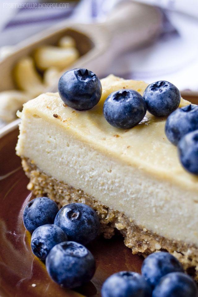 Roślinna - blog wegański: Nerkowcowe ciasto na fistaszkowym spodzie