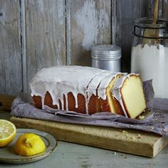 Ein einfacher, leckerer Kuchen, saftig und frisch. Die Kinder lieben ihn! Christiane ORIGINALREZEPT von Hannes Weber: Zitronenkuchen Für 1 Kastenform (26 cm Länge, 2l Inhalt; 12 Stücke) | Pro Stück…