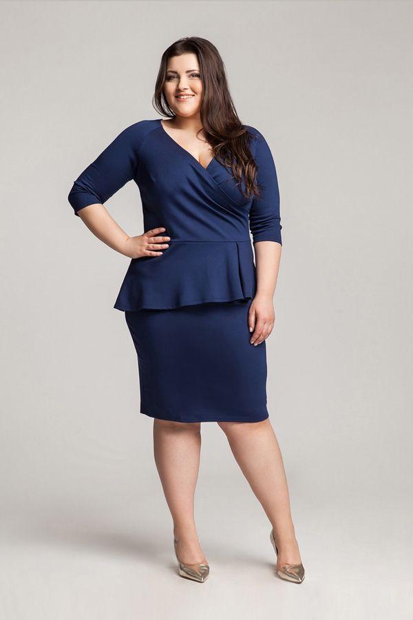 828c31264b Elegancka granatowa sukienka z baskinką - Duże rozmiary    Sukienki na  wesele i inne okazje. Znajdź wymarzoną sukienkę