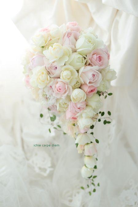 本日帝国ホテルさまへ、バラいっぱいのキャスケードブーケ。 花嫁様は、結婚が決まる前からずっと 一会のブログを見てくださっていたそうです。 ...