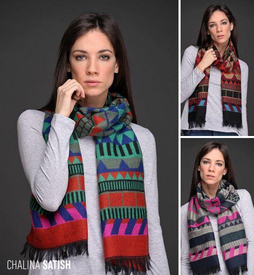Ponele color al #otoño #invierno con la Chalina Satish. Realizada en lana con acrílico con un motivo de guarda geométrica, este accesorio es un #must de tu colección de temporada. ¡Sumala!