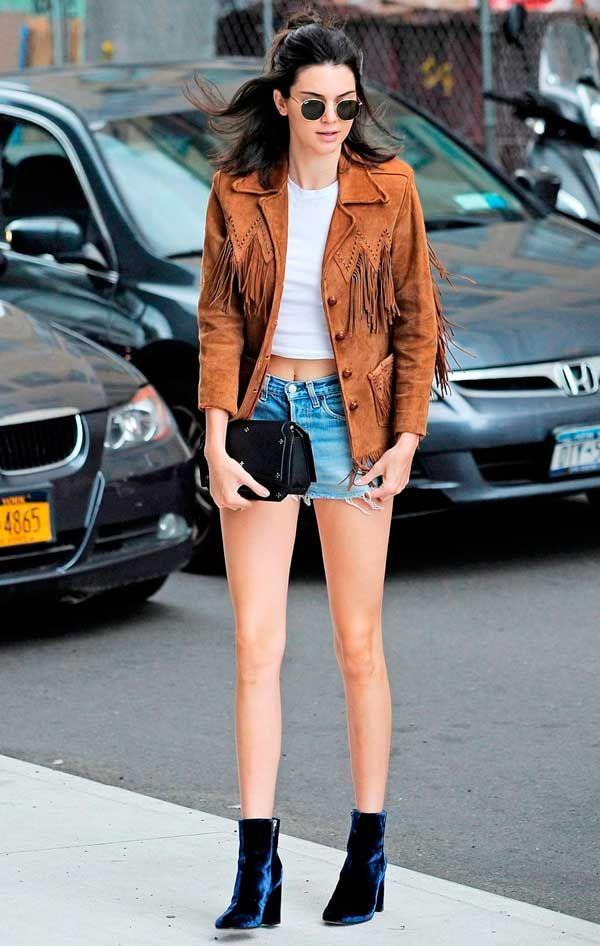 Short jeans como peça básica para usar com qualquer coisa!