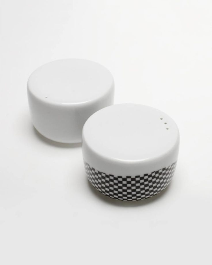 Salt and Pepper Set – Single Porcelain Salt and Pepper Set, popular element of SINGLE SET collection. SINGLE SET is created in the spirit of Craft Design – popular trend among designers manufacturing products in their studios. Products are handmade, therefore there might be slight differences between each item.