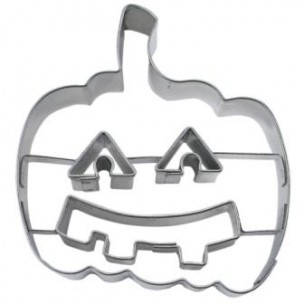 Maak pompoenen koekjes speciaal voor Halloween met deze uitsteker.