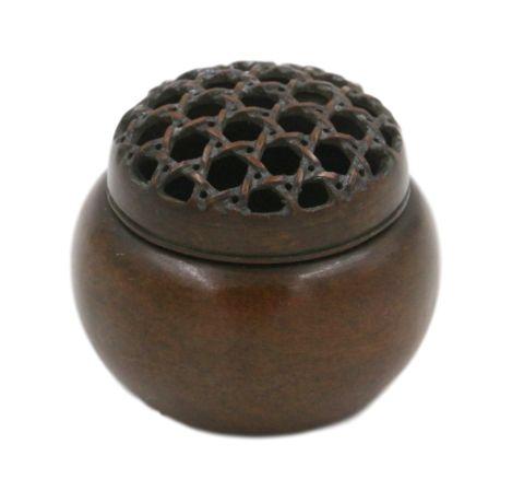 Ce porte encens chinois traditionnelest issue de l'artisanat chinois. Unique en son genre, ce brûleur...
