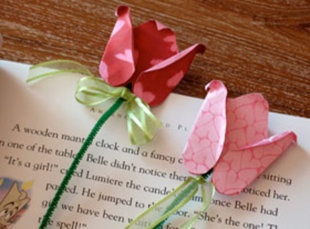 Rose bookmarks for Mom.....so pretty~
