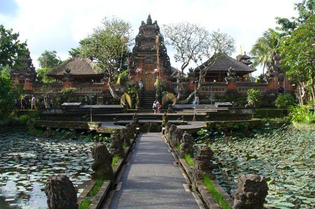 Visit the Ancient Ubud Palace in Bali - Cush Travel Blog #Indonesia