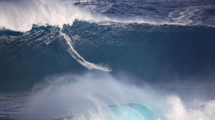 Naturgewalt: Sebastian Steudtner beim Tanz mit den Wellen – bei Tempo 70 und unter Wassermassen von 500.000 Tonnen