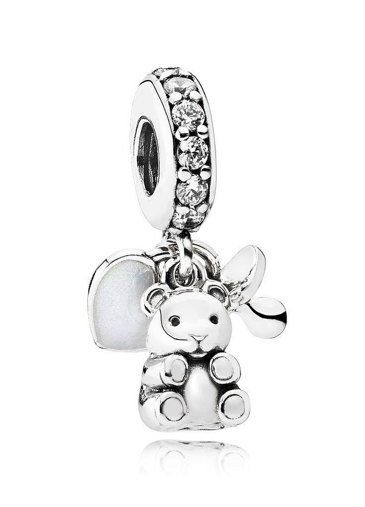 Pandora Hangbedel zilver 'Baby Treasures' 792100CZ.  Verschillende baby-symbolen stralen op deze zilveren Pandora Hangbedel. De bedel 'Baby Treasures' is gedecoreerd met zirconiasteentjes, een hartje, een teddybeer en een speentje. De bedel is een perfect Kraamcadeau, bij een babyshower of om jezelf te verwennen. https://www.timefortrends.nl/sieraden/pandora/bedels-met-hanger.html