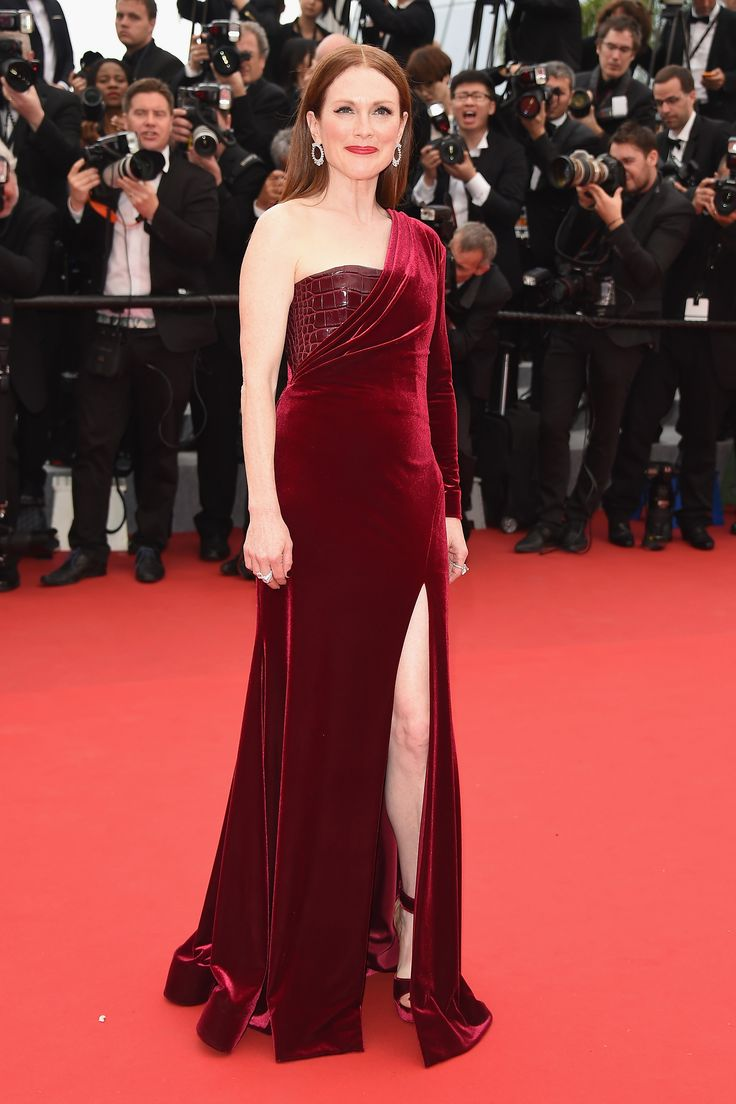 Julianne Moore in Givenchy Couture and Chopard jewels.%0A  - HarpersBAZAAR.com