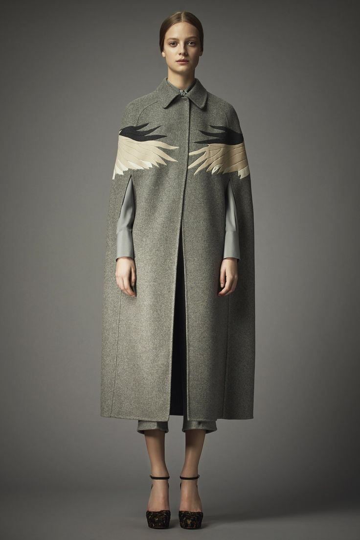 See the complete Valentino Pre-Fall 2014 collection.