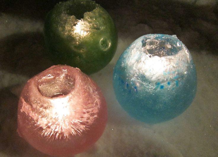 Ljushållare i is, gjorda med hjälp av ballonger