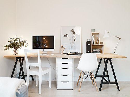Luftiger Schreibtisch