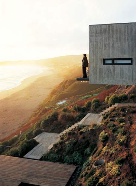 Mathias Klotz designed the Casa 11 Mujeres near Santiago, Chile. The house was built on a 45 degree slope and allows a scenic view of the beach from each room.