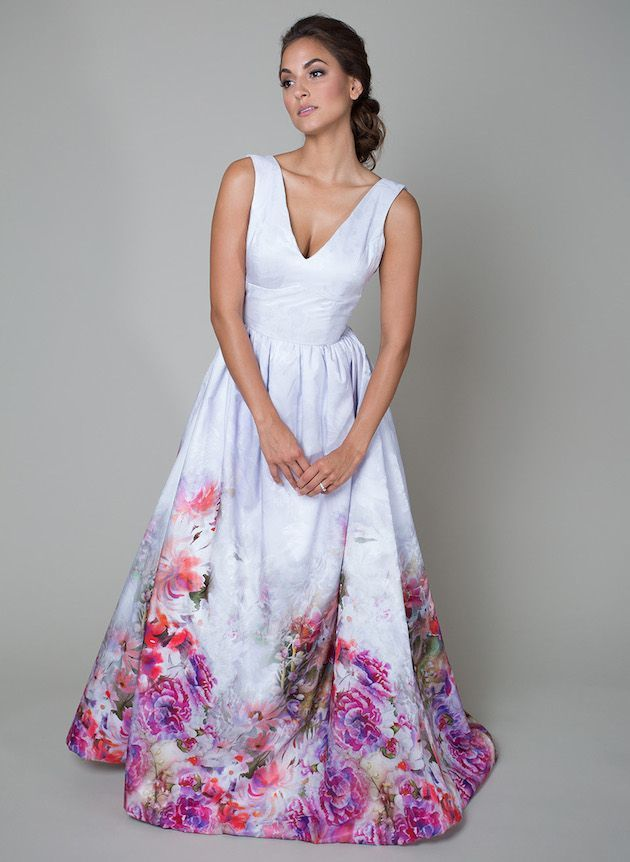 Heidi Elnora flower print watercolour gown | A white wedding dress isn't for you? Come see our favorite picks for colourful wedding dresses that will make you feel like a queen! www.scenarioideal.com #wedding #weddingdress #weddinggown #nonwhitewedding #montrealwedding #quebecwedding