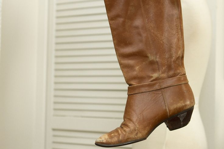 How to Stretch the Calves on Leather Boots .... Finally a solution to my big calf issue !