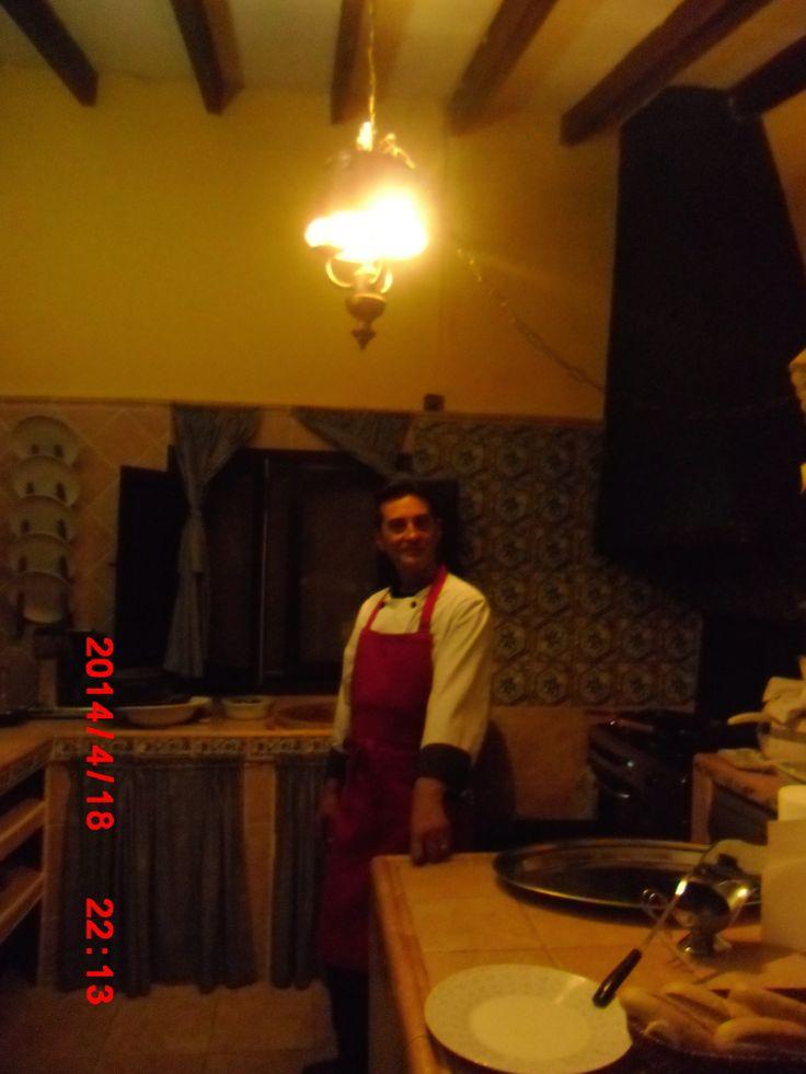 nuestro amigo y gran cocinero! cochinillo asado!