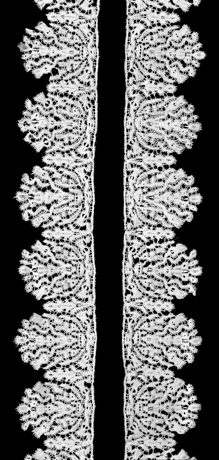 Anonymous | Strook kloskant met distels in bloempot, Anonymous, c. 1625 - c. 1649 | Strook naturelkleurige kloskant, oudvlaamse kant. De schulpen waaruit de strook is opgebouwd zijn halfrond met grillig gevormde randen. De schulpen ontstaan vanuit een zich herhalend symmetrisch motief van een bloempot waarin onder andere distels staan. Ten opzichte van de rechte bovenrand hangt de bloempot op de kop. De motieven zijn gemaakt in linnenslag met in de uitsparingen op verschillende plaatsen…