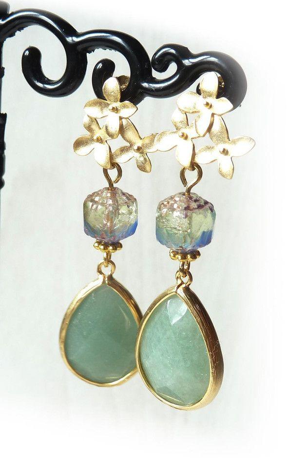 Lange oorbellen - Collectie Elegance: goudkleurige oorbel (S-673b) - Een uniek product van DomesDesign op DaWanda