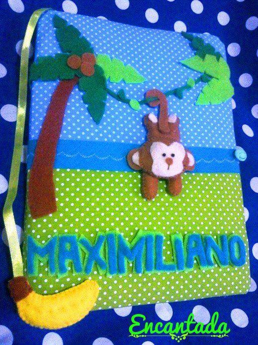 Cuadernito personalizado en la jungla <3 Monito en fieltro con separador de hojas de banana.