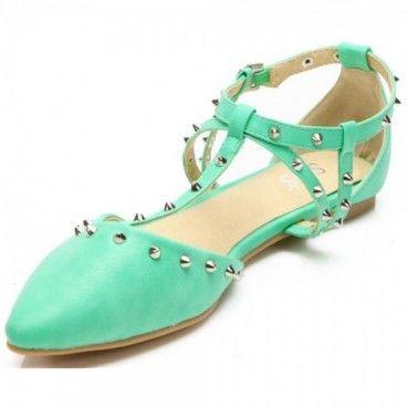 Flach ,cool und spitz müssen die neuen #MustHave #Schuhe der Saison sein. Egal ob mit Schleife, Streifen oder Riemchen, die neuesten #Flats sind herrlich und abwechslungsreich in Form, Farbe und Muster.  Unser Preis: 11,90 €