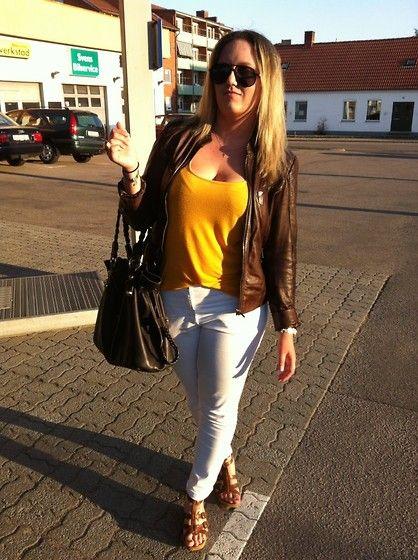 Saki Leather Jacket, Gina Tricot Tank, H&M Jeans, Scorett Heels