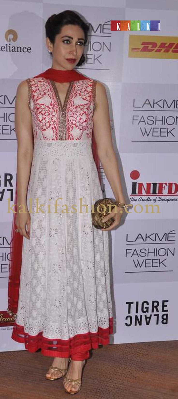 Manish malhotra anarkali manish malhotra anarkali hd wallpapers car - Karishma Kapoor In Manish Malhotra White Loong Anarkali Dress At Lakme Fashion Week Winter Festival 2013 Mm 86