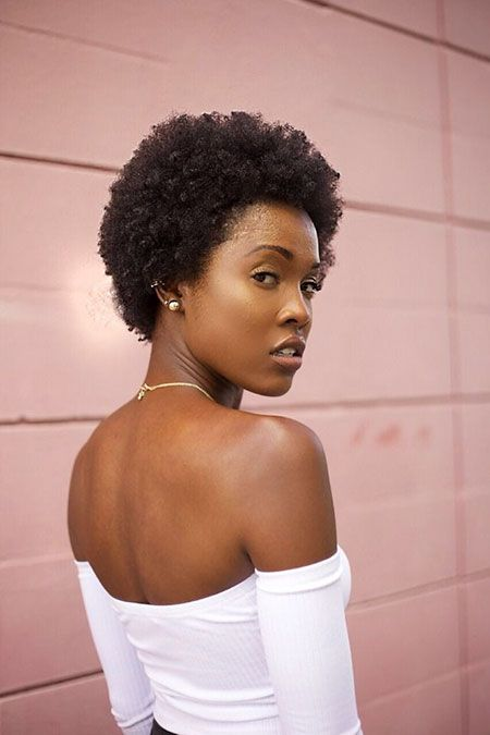 20 Kurze Afro Frisuren Fur Schwarze Damen Kurze Afro Frisuren Afrikanische Haare Medium Haare