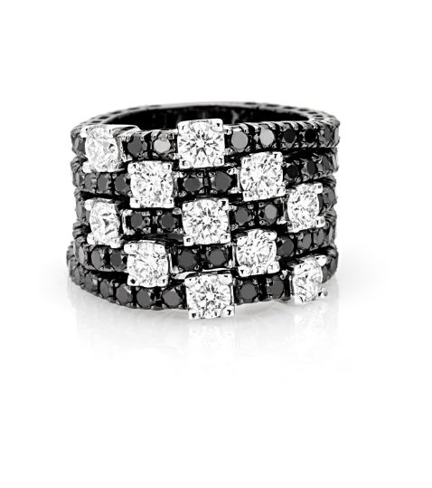 Anello in oro brunito e diamanti neri e bianchi taglio brillante. #crieri #crierigioielli #diamanti #anellodiamanti #anello #lusso #diamonds #madeinitaly #jewels #jewelry #diamanti #neri #jewelryinnovation #luxury #tennisdiamonds