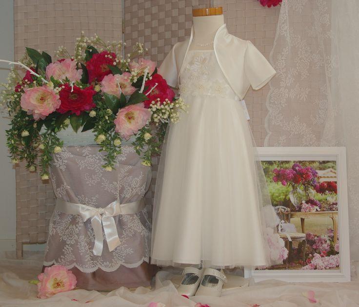 Bij Corrie's bruidskindermode vind je de mooie bruidsmeisjeskleding van Lilly. bruidskindermode.nl. Trouwen, bruiloft, huwelijk, bruidsmeisje, bruidsmeisjes, bruidsmeisjesjurk, bruidskinderen, bruidskinderkleding, communiejurk, kinderbruidsmode, kinderbruidsjurk, kinderbruidskleding.