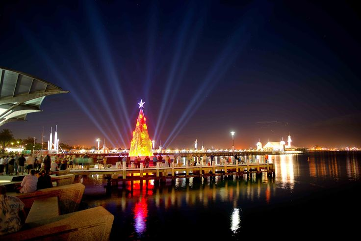 The world's first floating Christmas tree is in Australia and is covered with 11,000 kinetic, light-reflecting aluminium disks. How beautiful! By Creative Production Services and lighting designer Philip Lethlean.