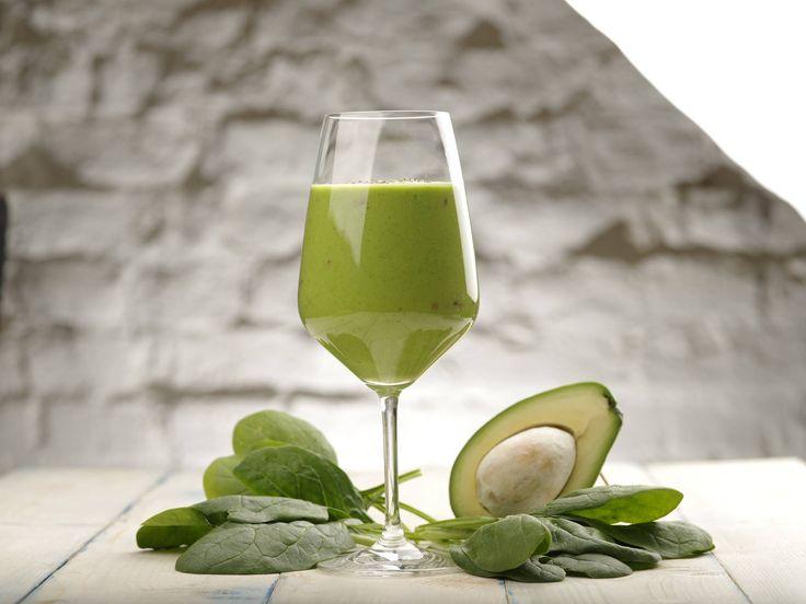 О пользе утренних смузи можно говорить долго и много. Но лучше один раз приготовить и попробовать, чем сто раз слышать и верить. Предлагаем вам начать свой день с витаминного смузи - из шпината, авокадо, яблока и апельсинового сока! #ilovecooking #smooth #avocado